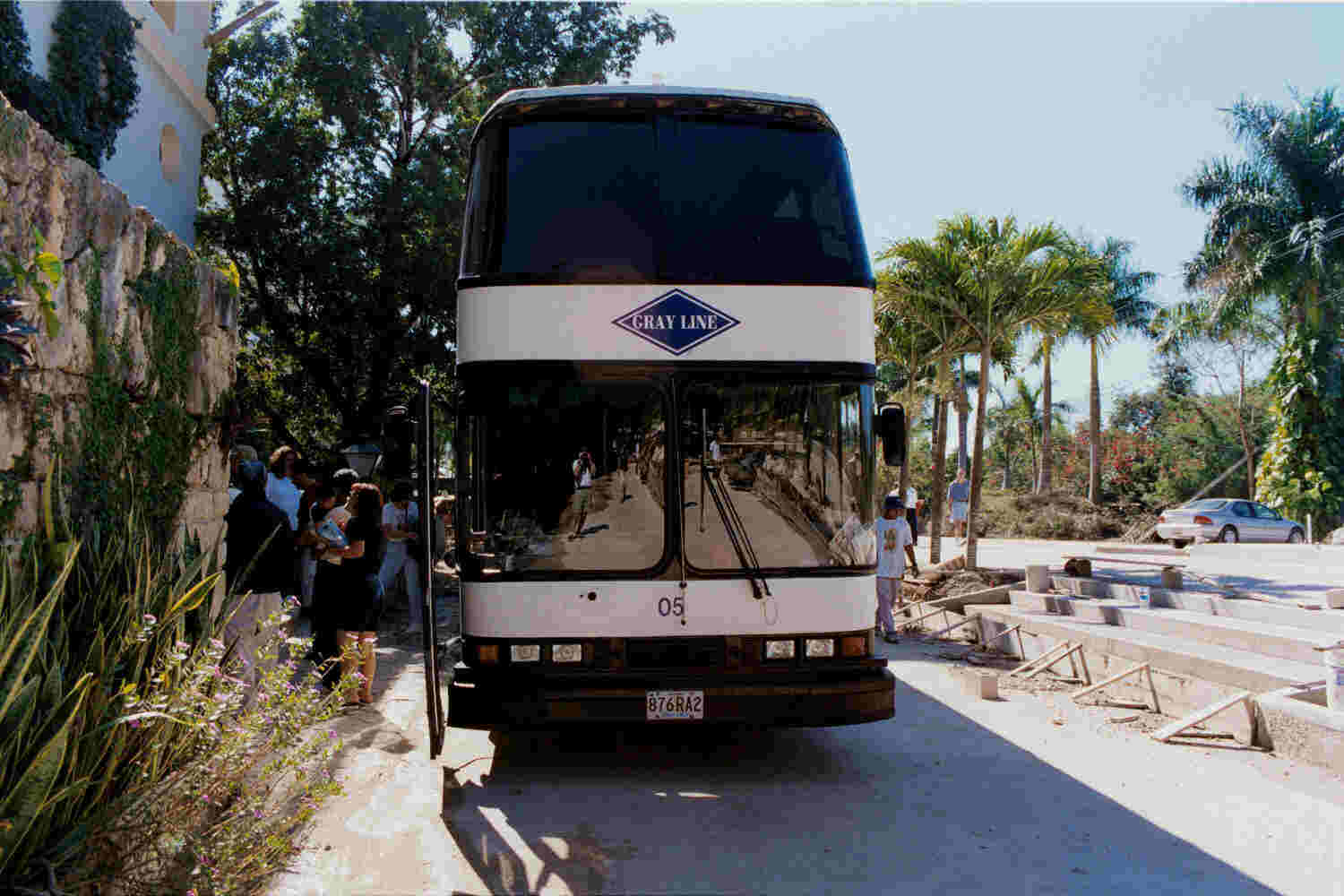 The bus arrives at Chichen Itza